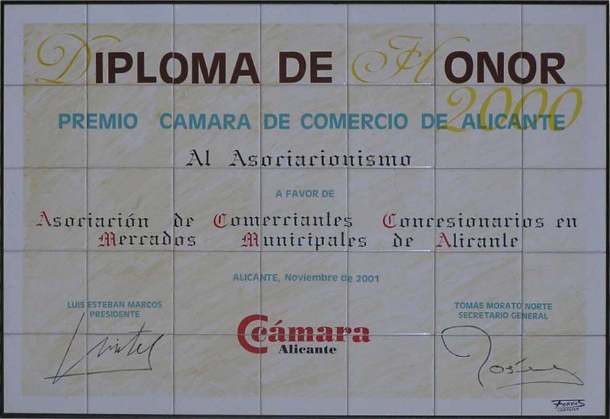 Reproducción en cerámica de diploma de honor de la Cámara de Comercio de Alicante, donde se reproduce fielmente el mismo con sus anagramas y firmas.