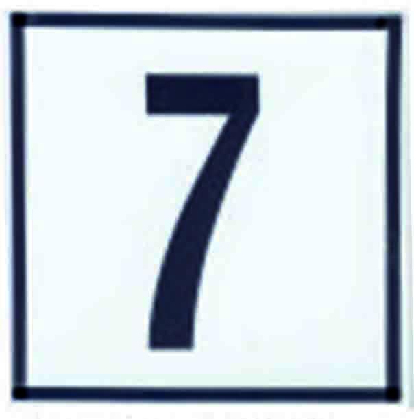 Número en cerámica con recuadro para colocar en las puertas de los inmuebles o casas.