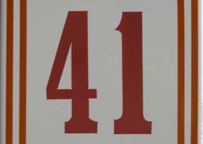 Número en azulejo de cerámica con doble recuadro