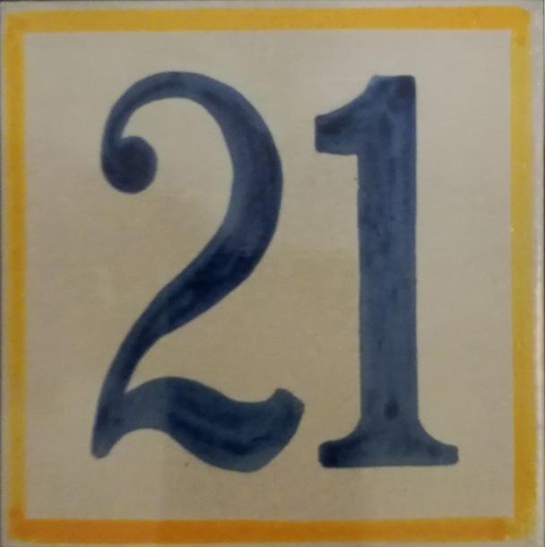 Número en cerámica modelo artesano. Imita las pinceladas.
