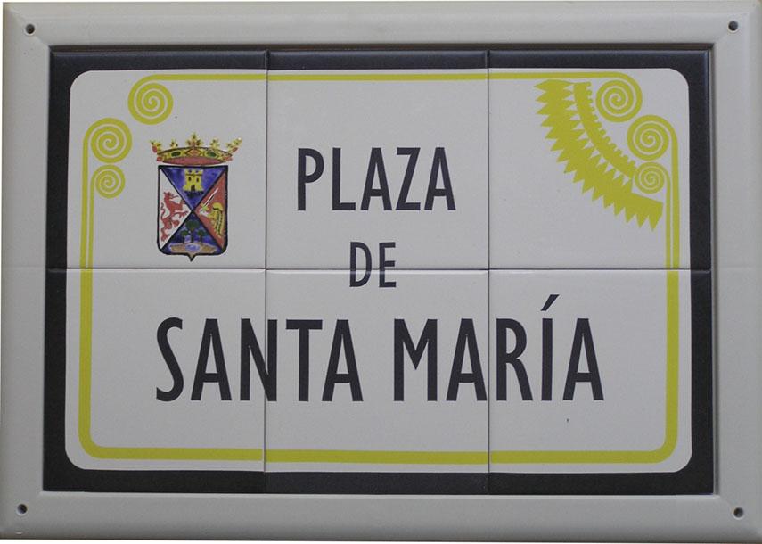 Rótulo de calle de cerámica modelo Villena, donde incorpora ademas del escudo de la localidad lleva un adorno moderno que hace alusión al tesoro de Villena.