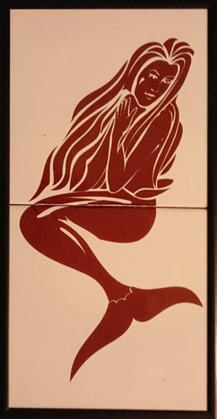 Señal ceramica indicadora de aseo señoras que reproduce una moderna sirena en color marron