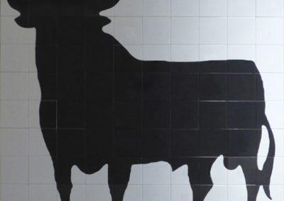 Mural en cerámica toro de Osborne