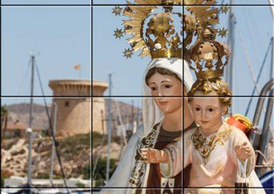 Placa cerámica tipo mural con imagen de la Virgen del Carmen